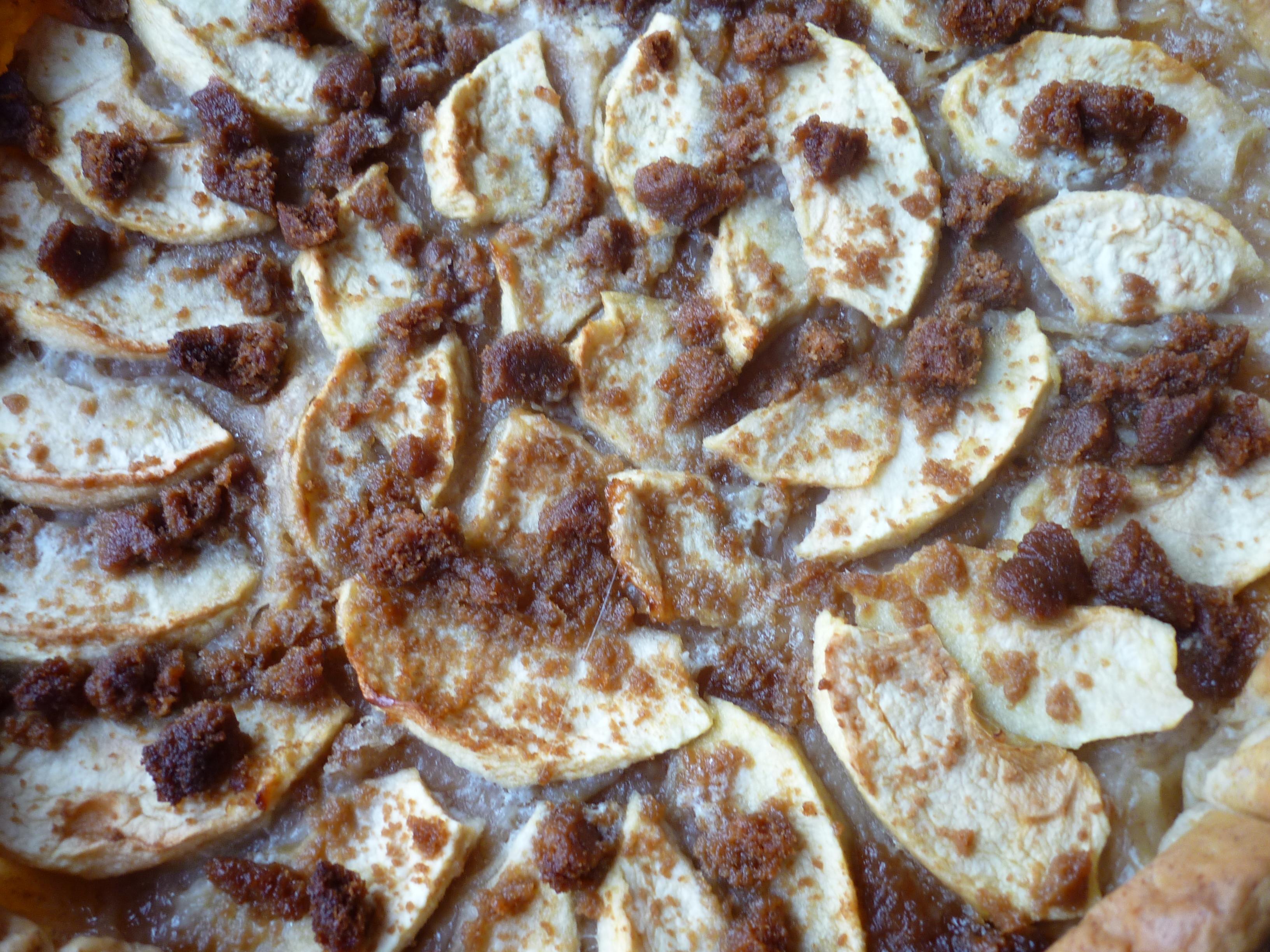 Zoom tarte pommes caramélisées/spéculoos