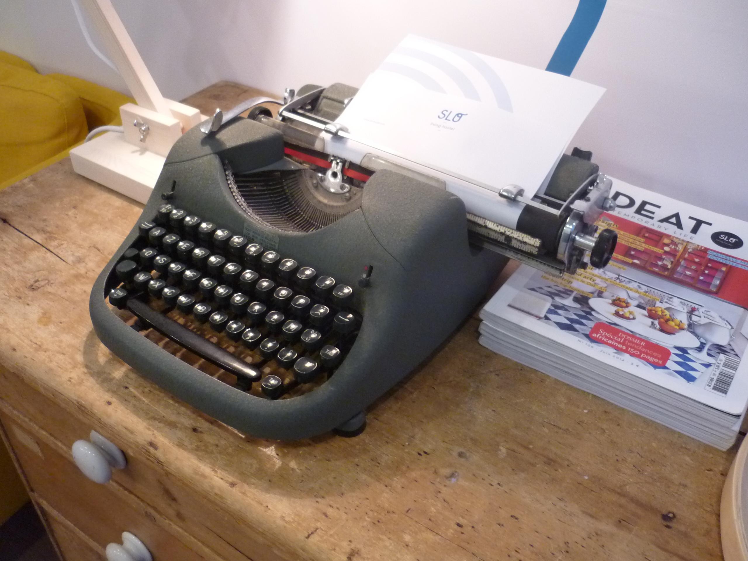 Machine à écrire Slo Hostel