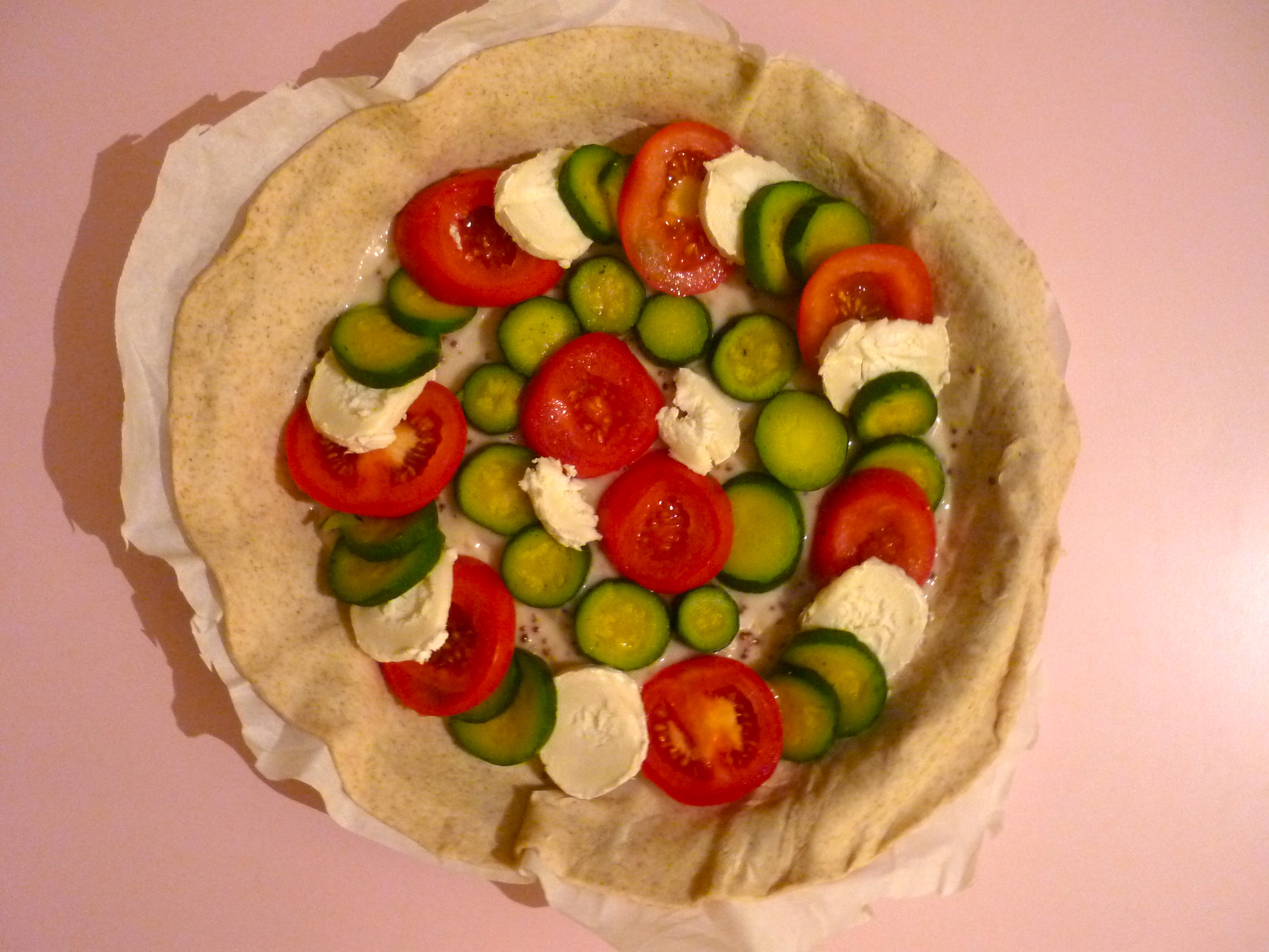 Tarte tomate/courgette/chèvre avant cuisson