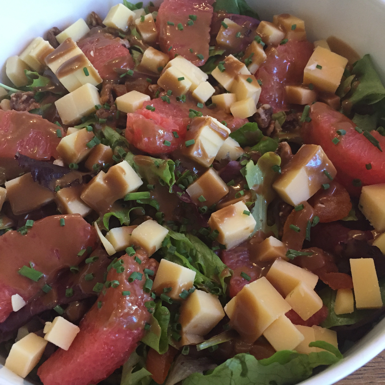 Salade pamplemousse comté noix abricots secs