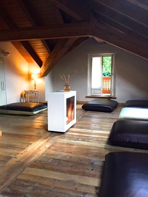 Salle détente cheminée