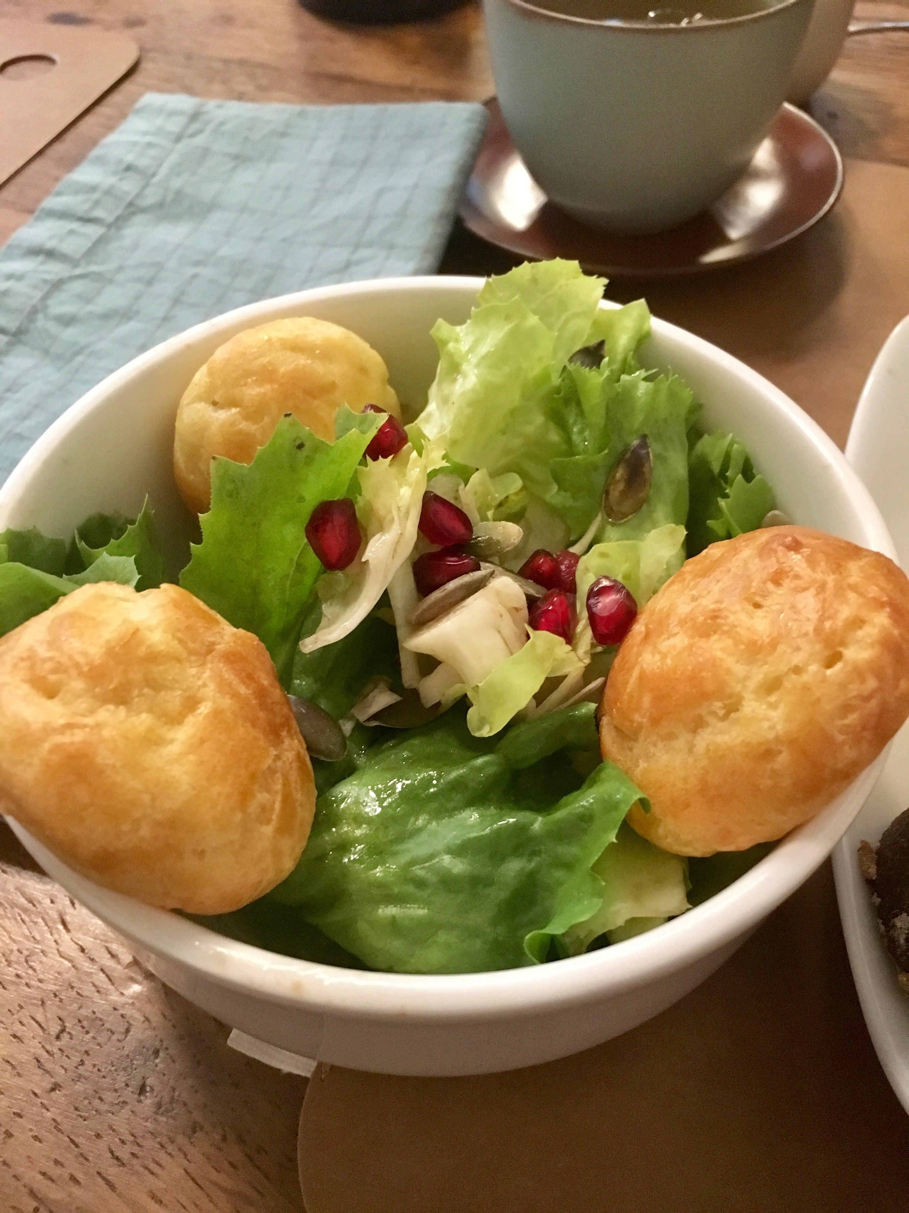 salade-verte-et-gougeres-toru